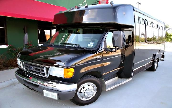 Memphis 22 Passenger Party Bus