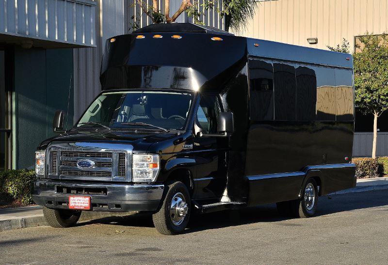 Memphis 25 Passenger Party Bus